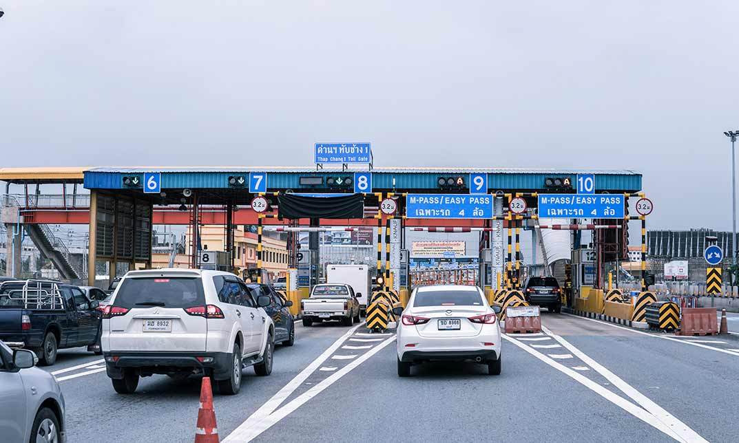 Best Practices for CMV Drivers: Changing Lanes and Passing